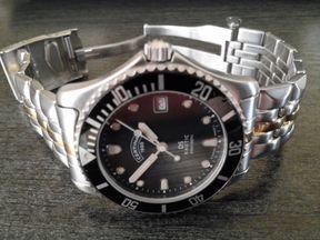 Seiko SQ 100 Chronograph Watch 8M25
