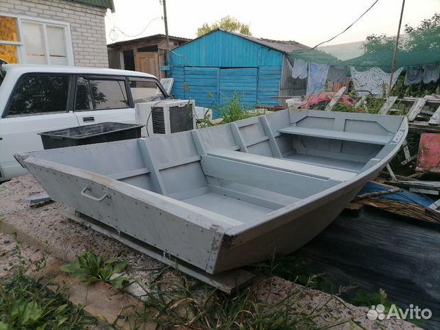 Весельная лодка джонбот