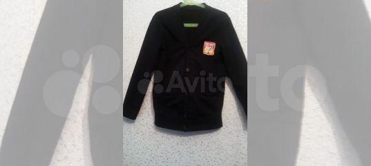 Кардиган с шевроном школы 142 купить в Омской области с доставкой   Личные вещи   Авито